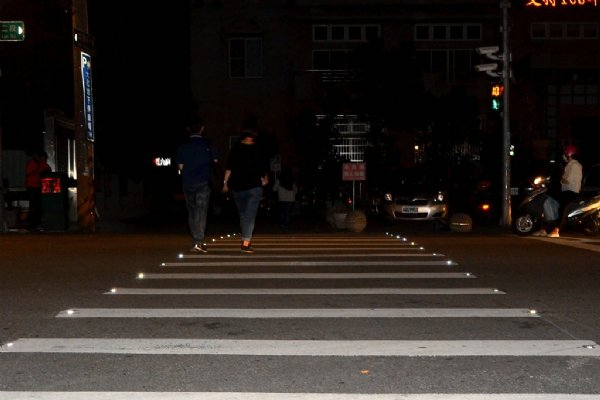 D50s makes zebra crossings more recognizable